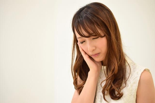 体調不良な女性のイメージ画像